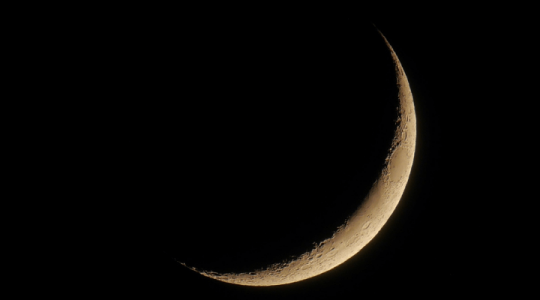 How to Make a Crescent Moon in Photoshop